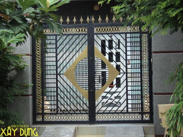Làm cửa sắt, cầu thang sắt tại Hoc Mon/ 0936890585